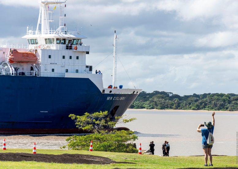 Le télescope spatial Webb arrive au port de Pariacabo